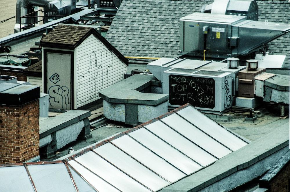 plat dak isoleren omgekeerd